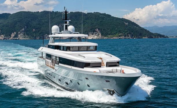 Admiral Custom Classique 35 – M/Y Foam